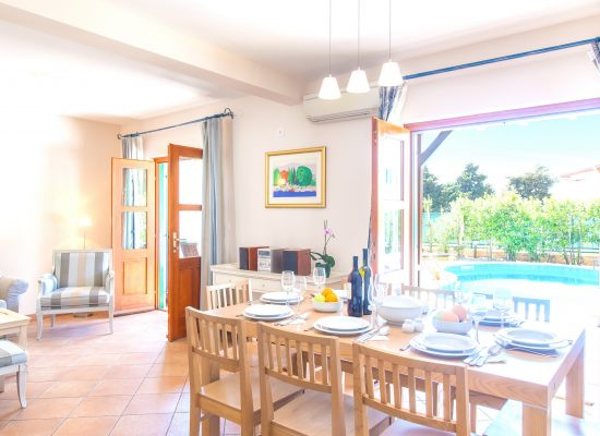 Dining and sitting room in Villa Cvita