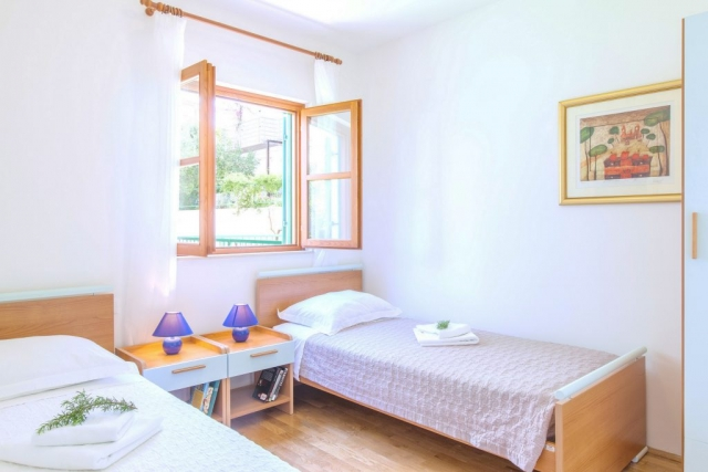 Twin bedded room in Villa Cvita